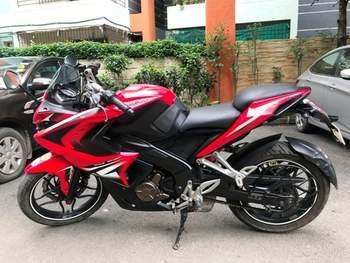 Bajaj Pulsar Rs 200 Left Side