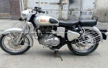 Royal Enfield Classic 350 Std Rear View