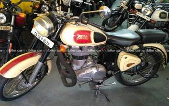 Royal Enfield Classic 500 Std Rear View