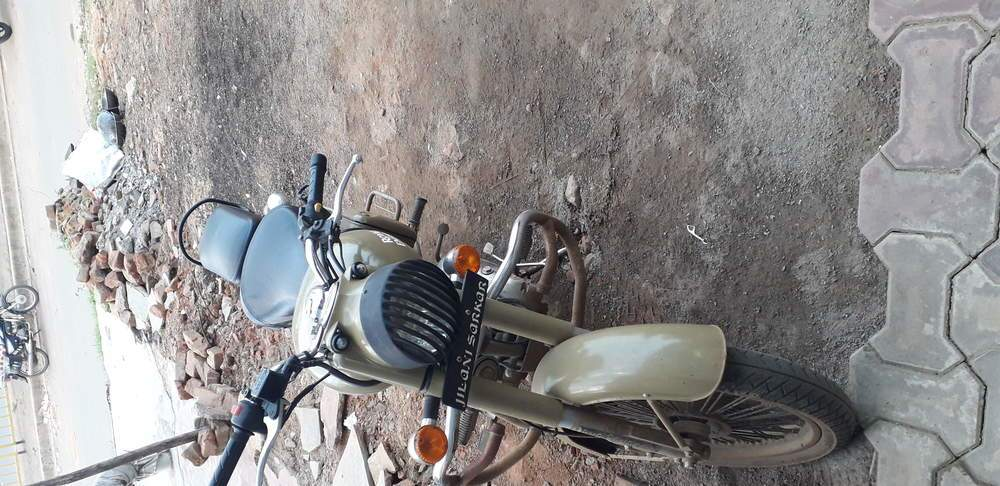 Royal Enfield Bullet 500 Rear View