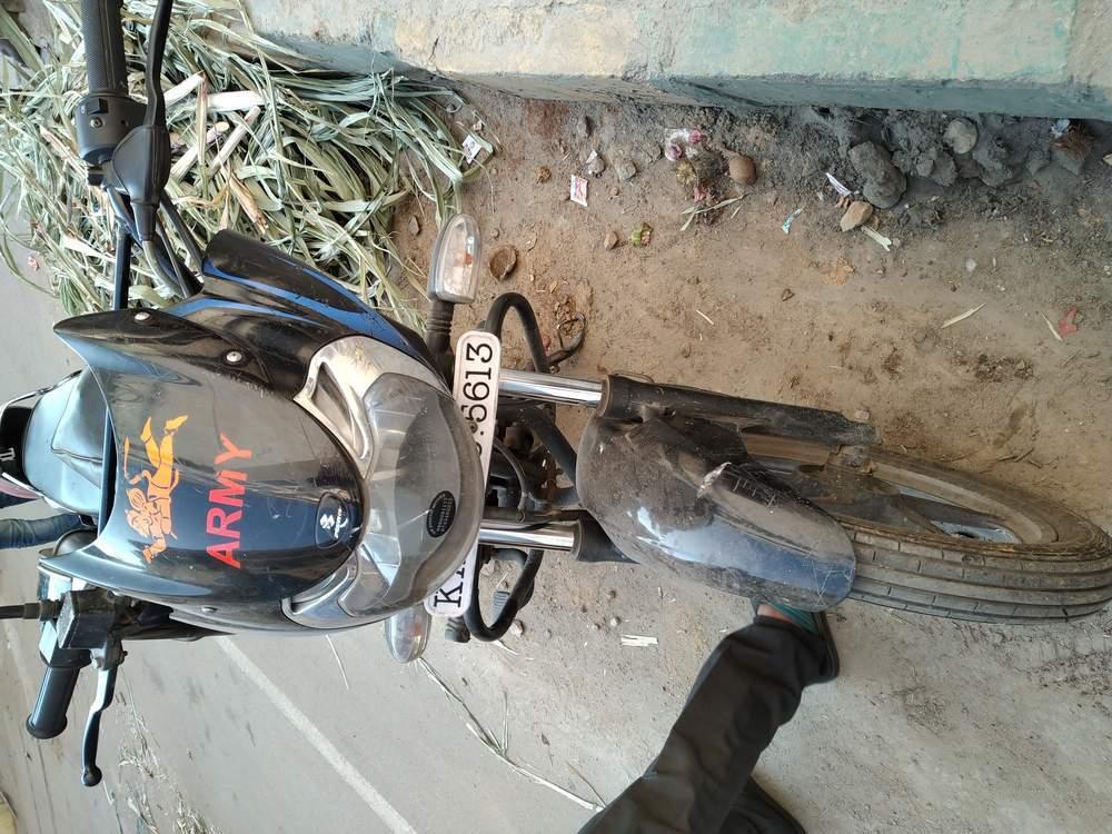 Bajaj Discover 150s Rear View