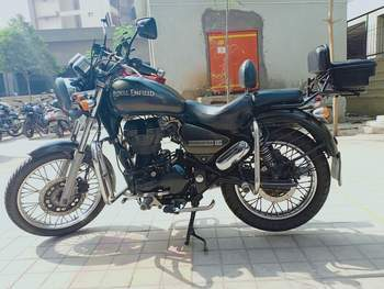 Royal Enfield Thunderbird 350 Front View
