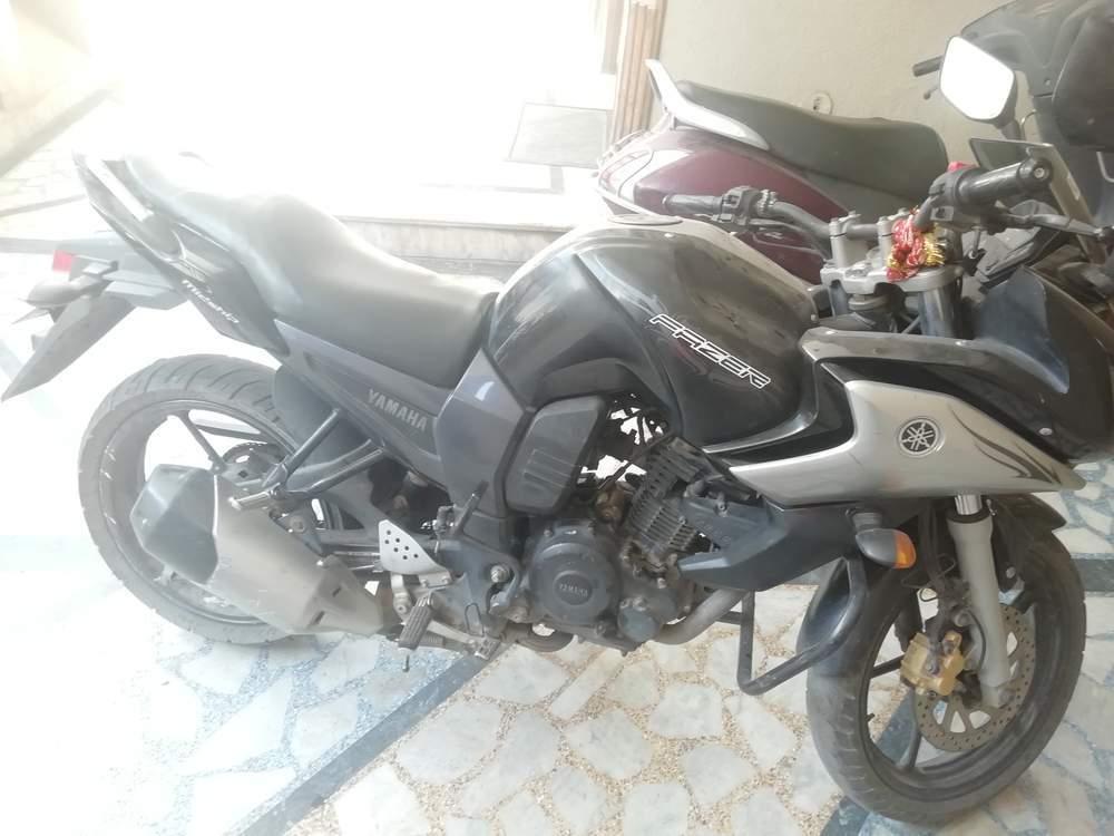 Yamaha Fazer Left Side