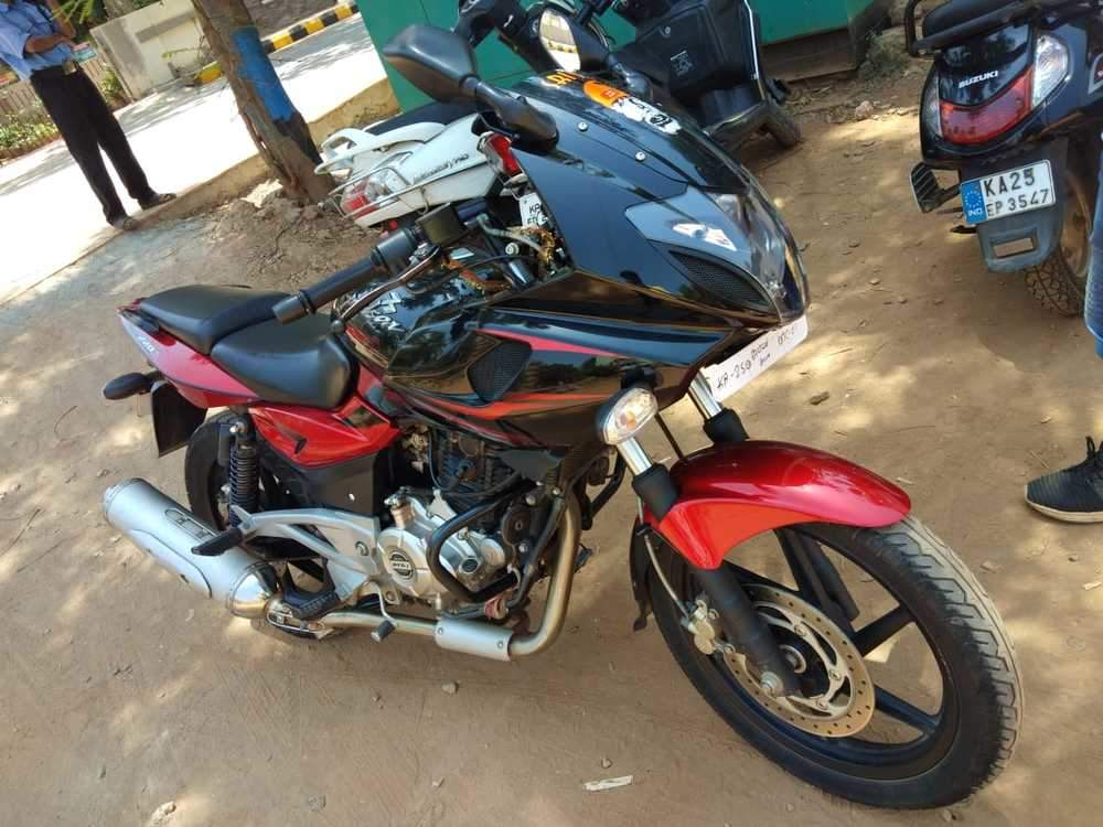 Bajaj Pulsar 220 Front View