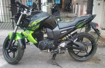 Yamaha Fz Right Side