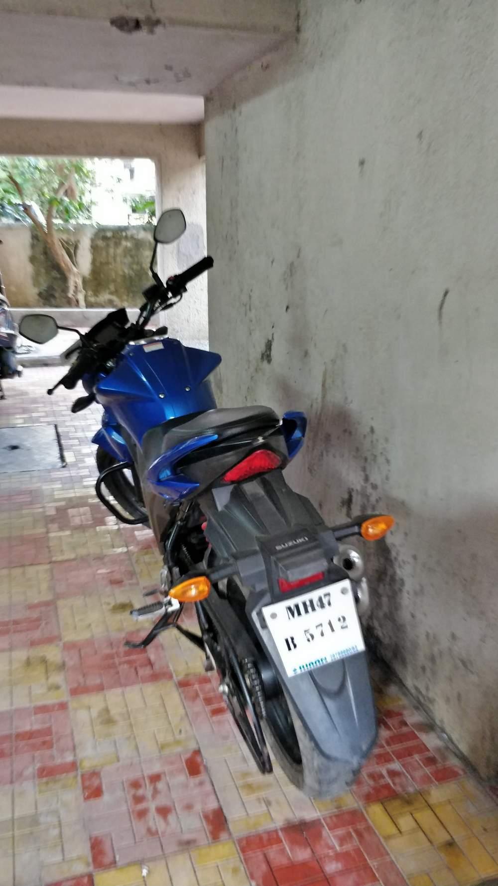 Suzuki Gixxer Right Side