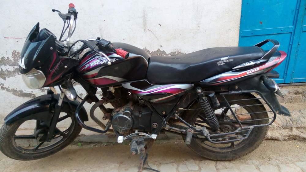 Bajaj Discover 100 Right Side
