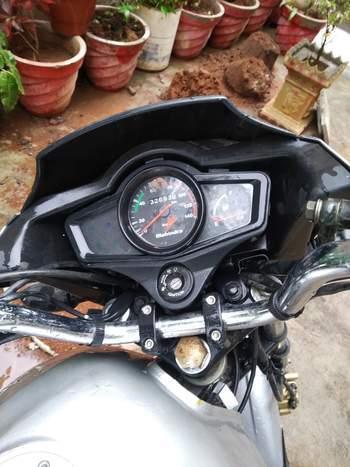 Mahindra Centuro Right Side