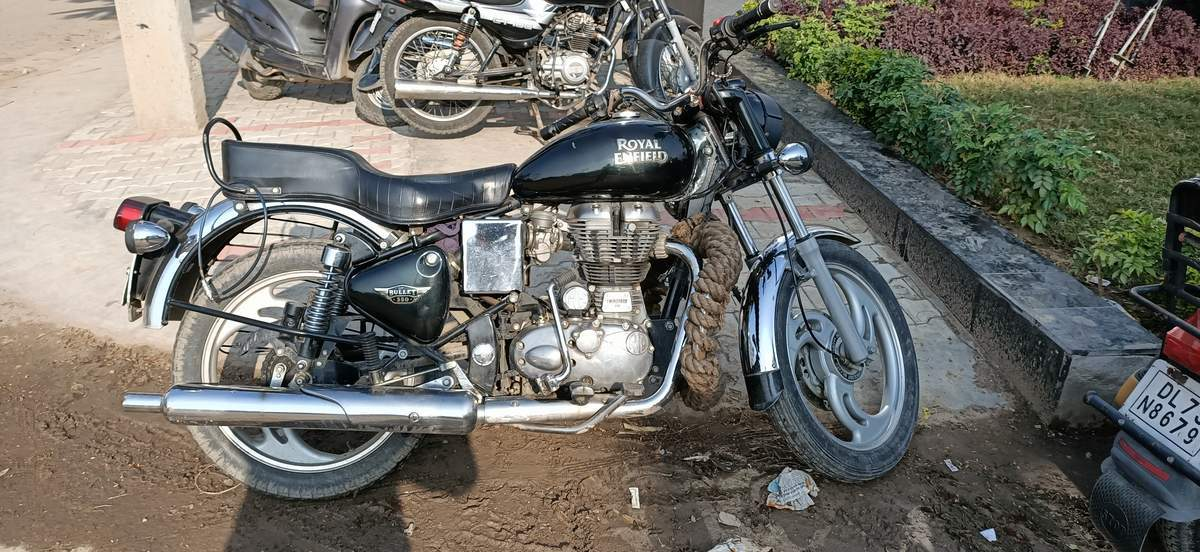 Royal Enfield Bullet Electra Front View
