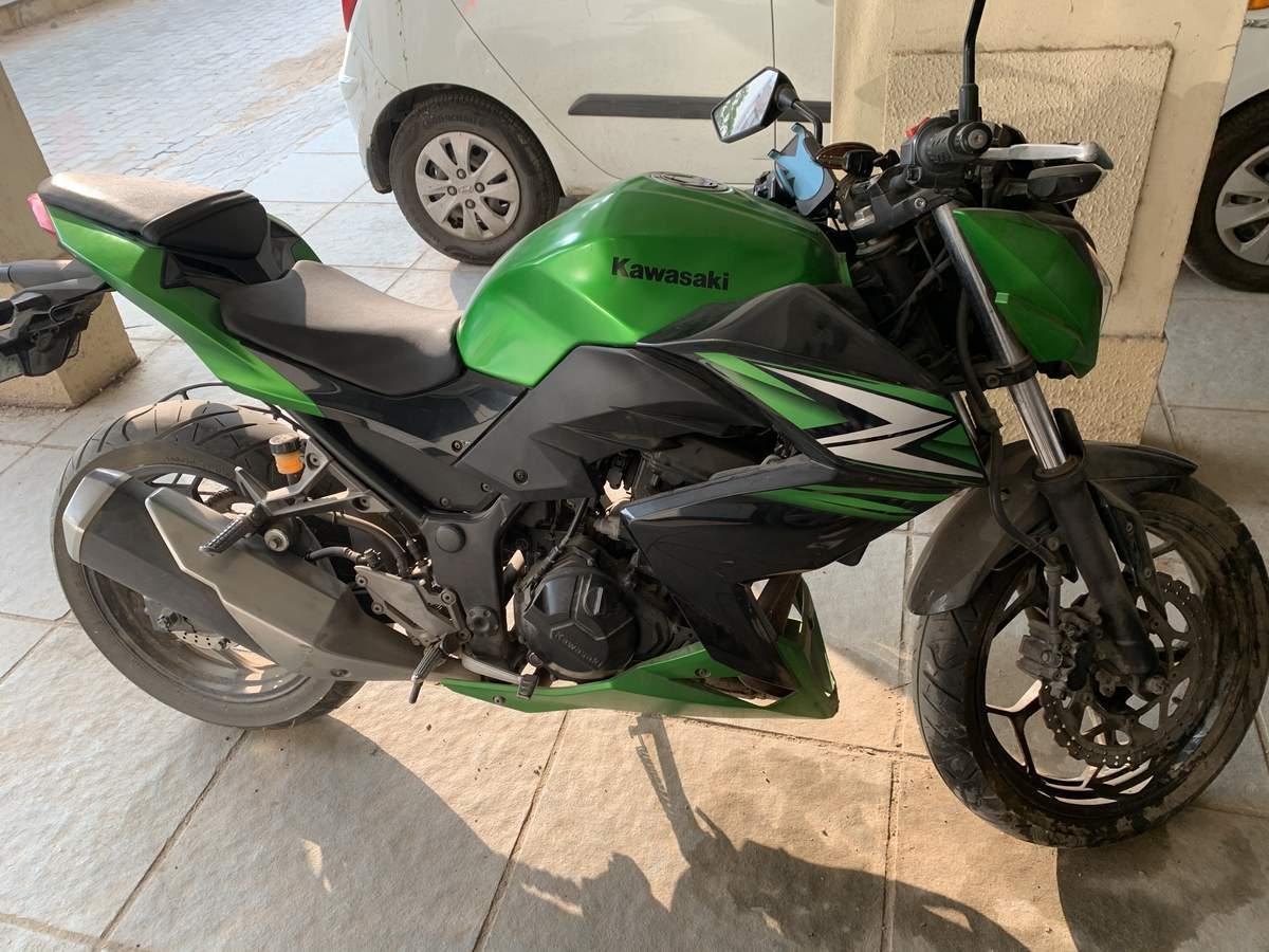 Kawasaki Ninja 300 Right Side