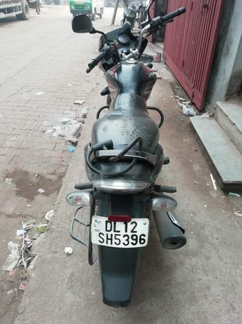 Bajaj Discover 125 Right Side