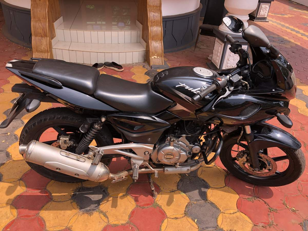 Bajaj Pulsar 220 Left Side
