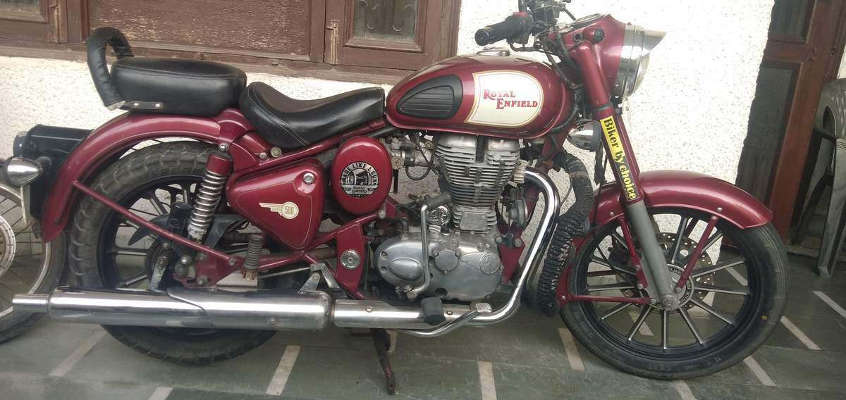 Royal Enfield Bullet 500 Front View