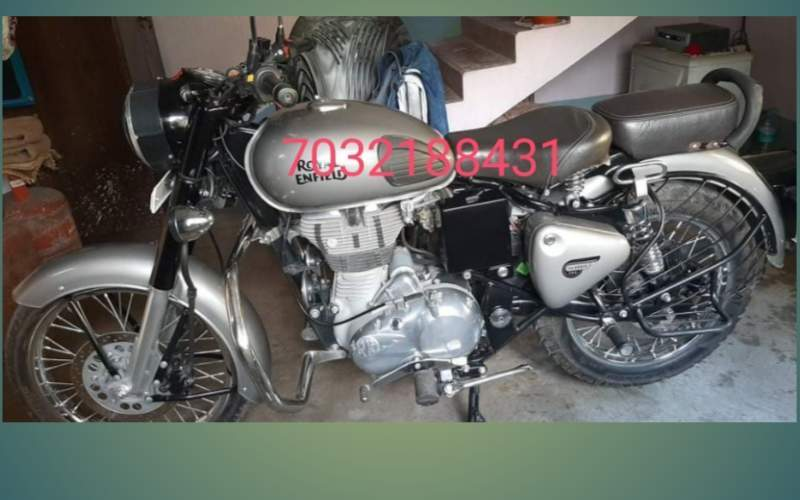 Royal Enfield Bullet 350 Front View