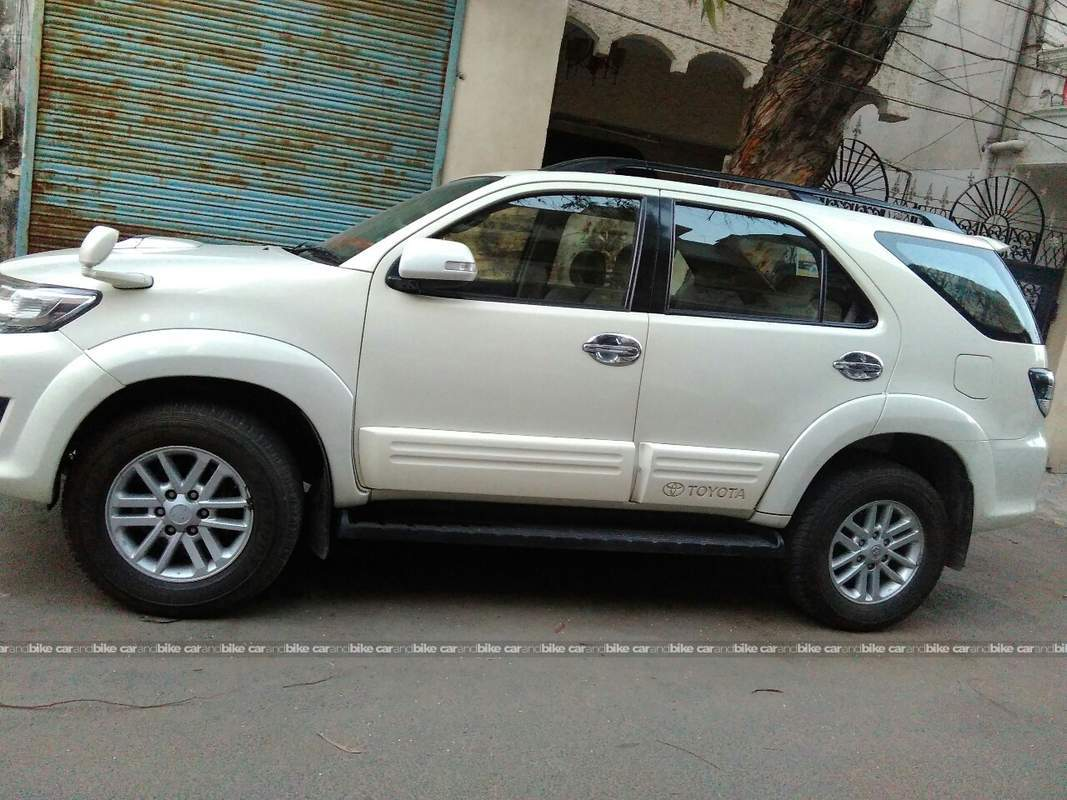 Used Toyota Fortuner 3.0 4x2 MT in West Delhi 2013 model