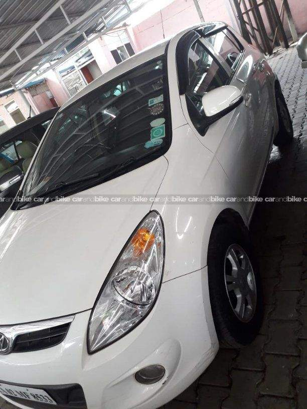 Hyundai I20 14 Asta Diesel Front Left Side Angle View