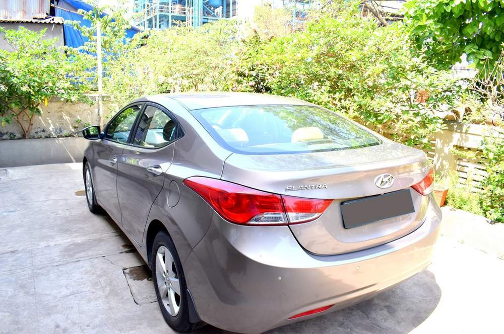 Hyundai Elantra Left Side View