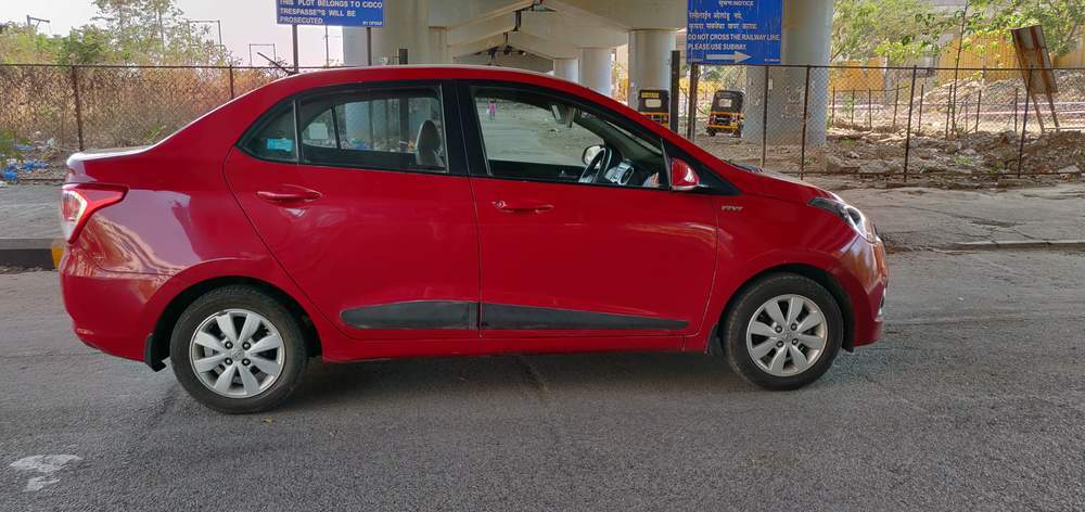 Hyundai Xcent Rear Right Side Angle View