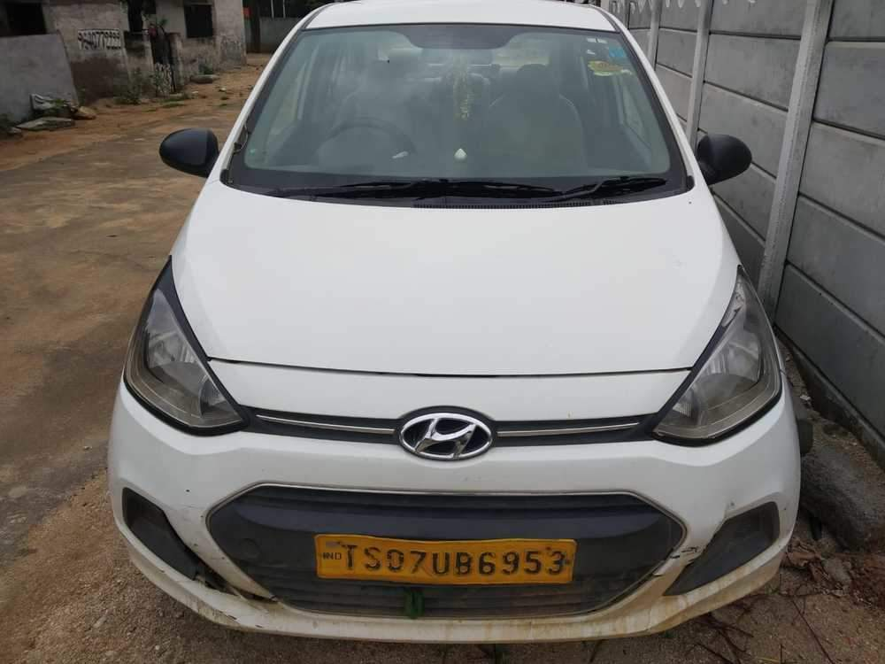 Hyundai Xcent Right Side View
