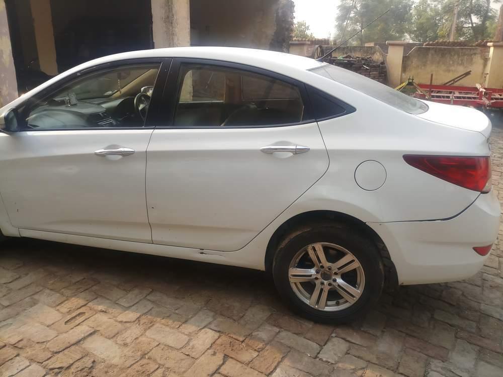 Hyundai Fluidic Verna Left Side View