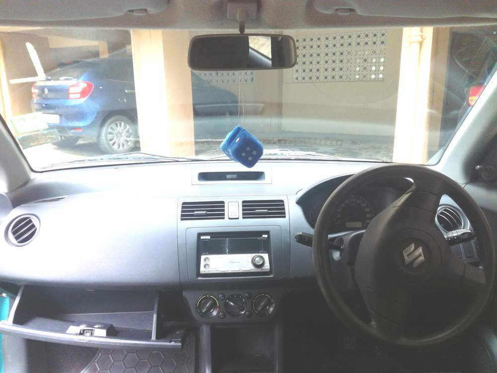 Maruti Suzuki Swift Front Right Side Angle View
