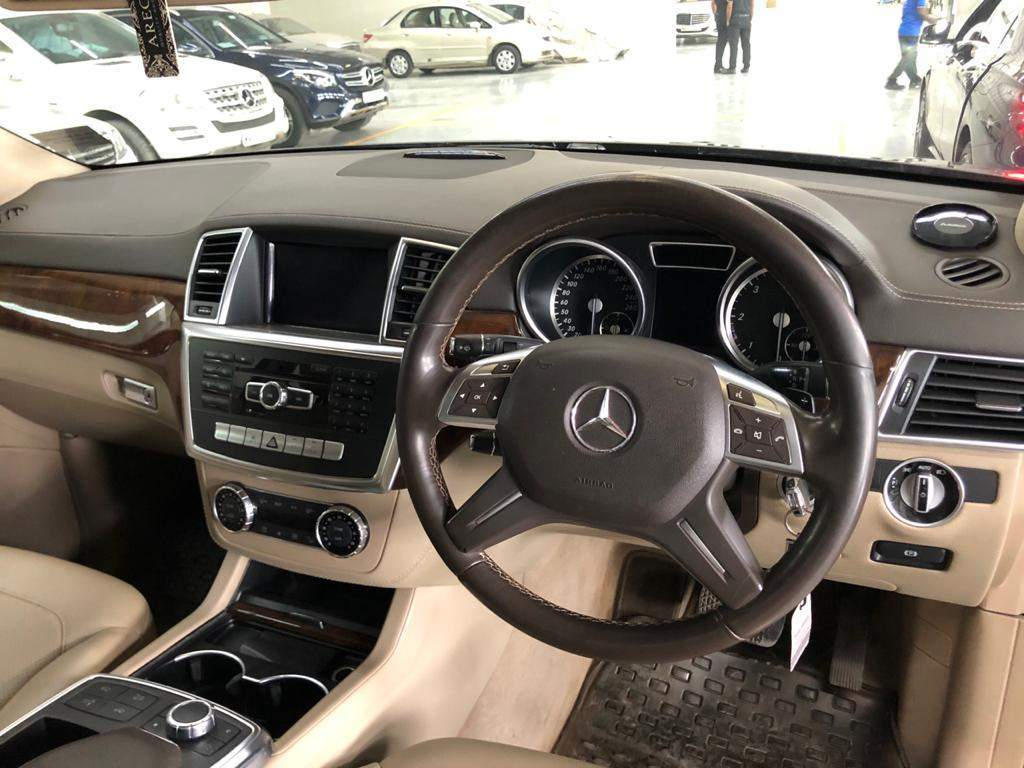 Mercedes Benz M Class Rear Right Side Angle View