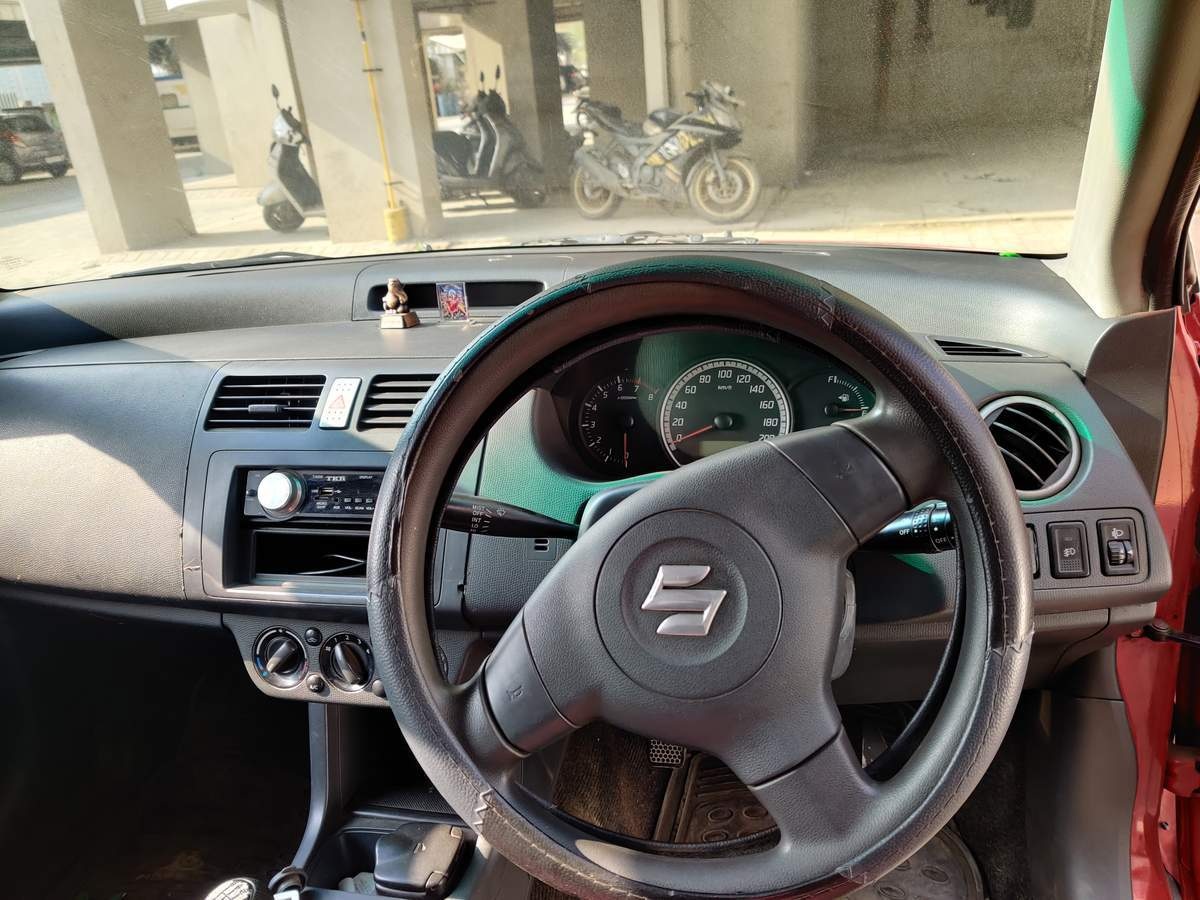 Maruti Suzuki Swift Rear Right Side Angle View