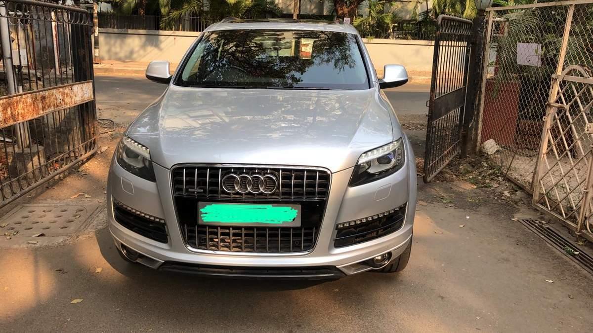 Audi Q7 Left Side View